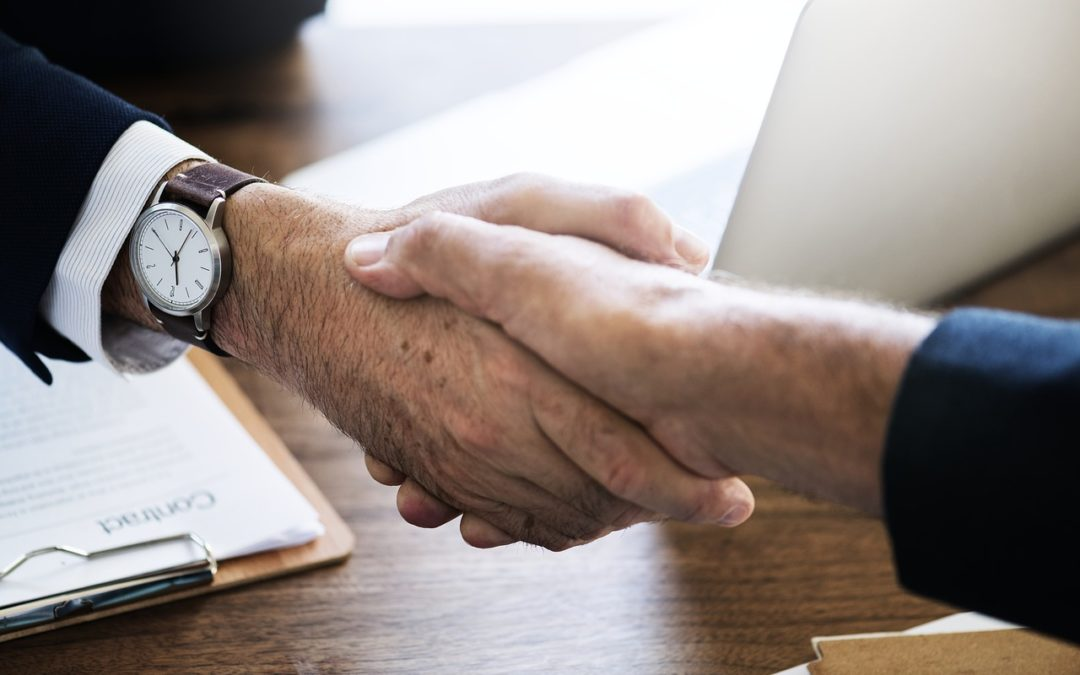 Comment féliciter un collègue sans qu'il pense que vous tentez de le manipuler